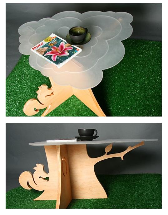 Mesa árbol con ardilla