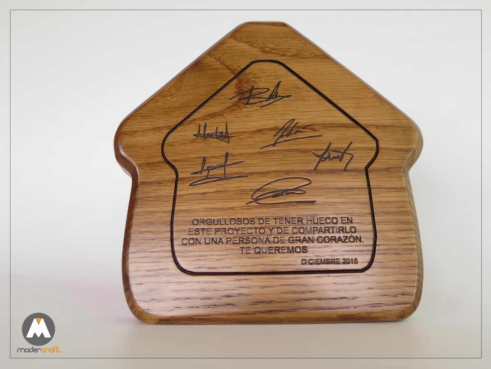 Placa Madera Roble Americano Agradecimiento empresa Inmobiliaria, Homenaje de los socios . forma casita