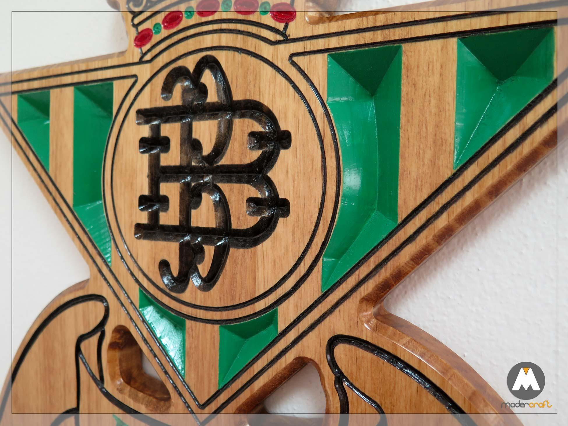 Placa Madera Deportiva Real Betis Balompié, Pino tallado acabado en colores. Equipo Fútbol. Personalizada con nombre.