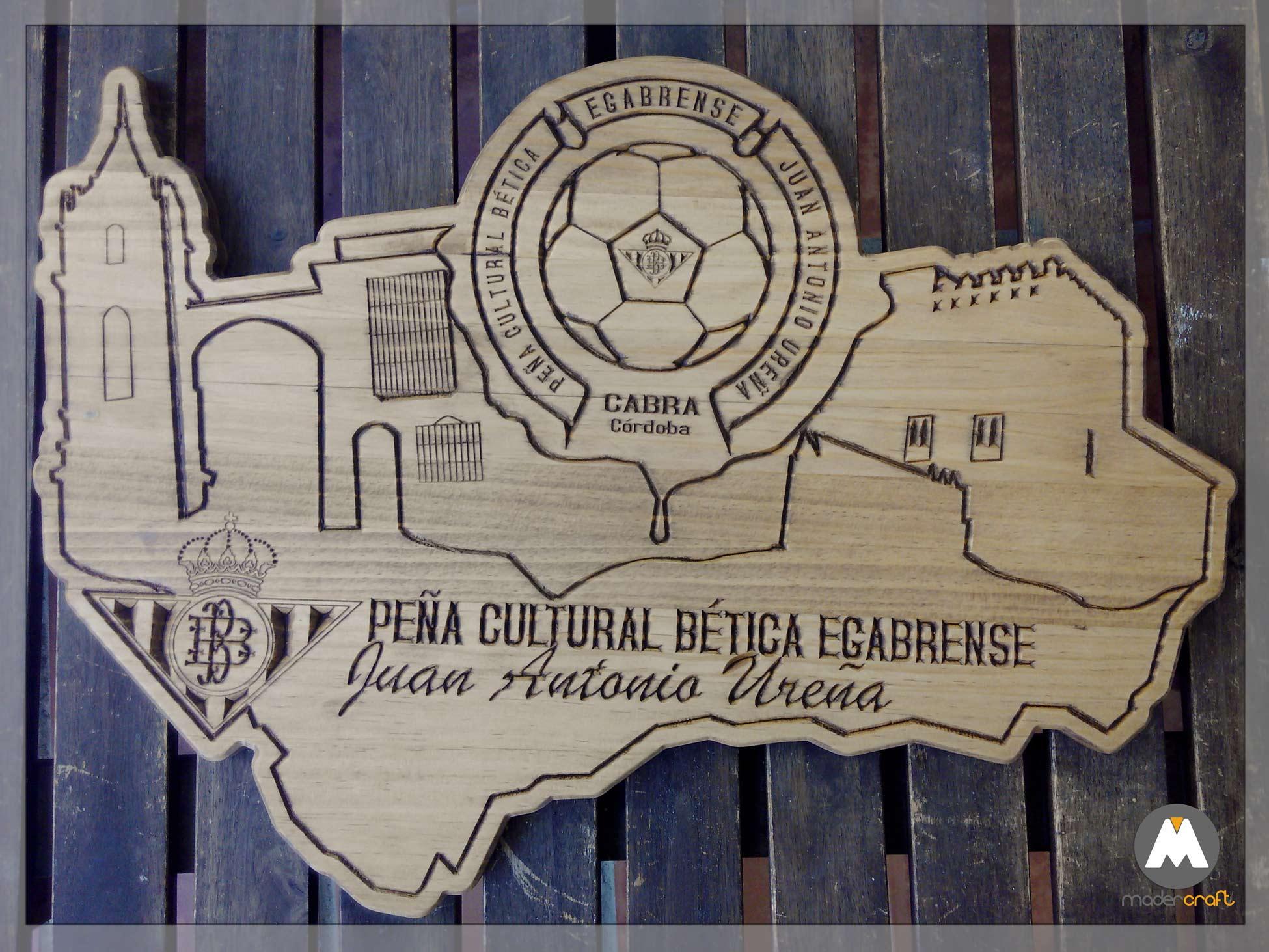 Placa Madera Deportiva Bética Peña Cultural Egabrense Juan Antonio Ureña. Cabra Córdoba Andalucía. Agradecimiento Homenaje Fútbol Balompié. Madera pino. placa para colgar. Mapa Iglesia Castillo Balón escudo.