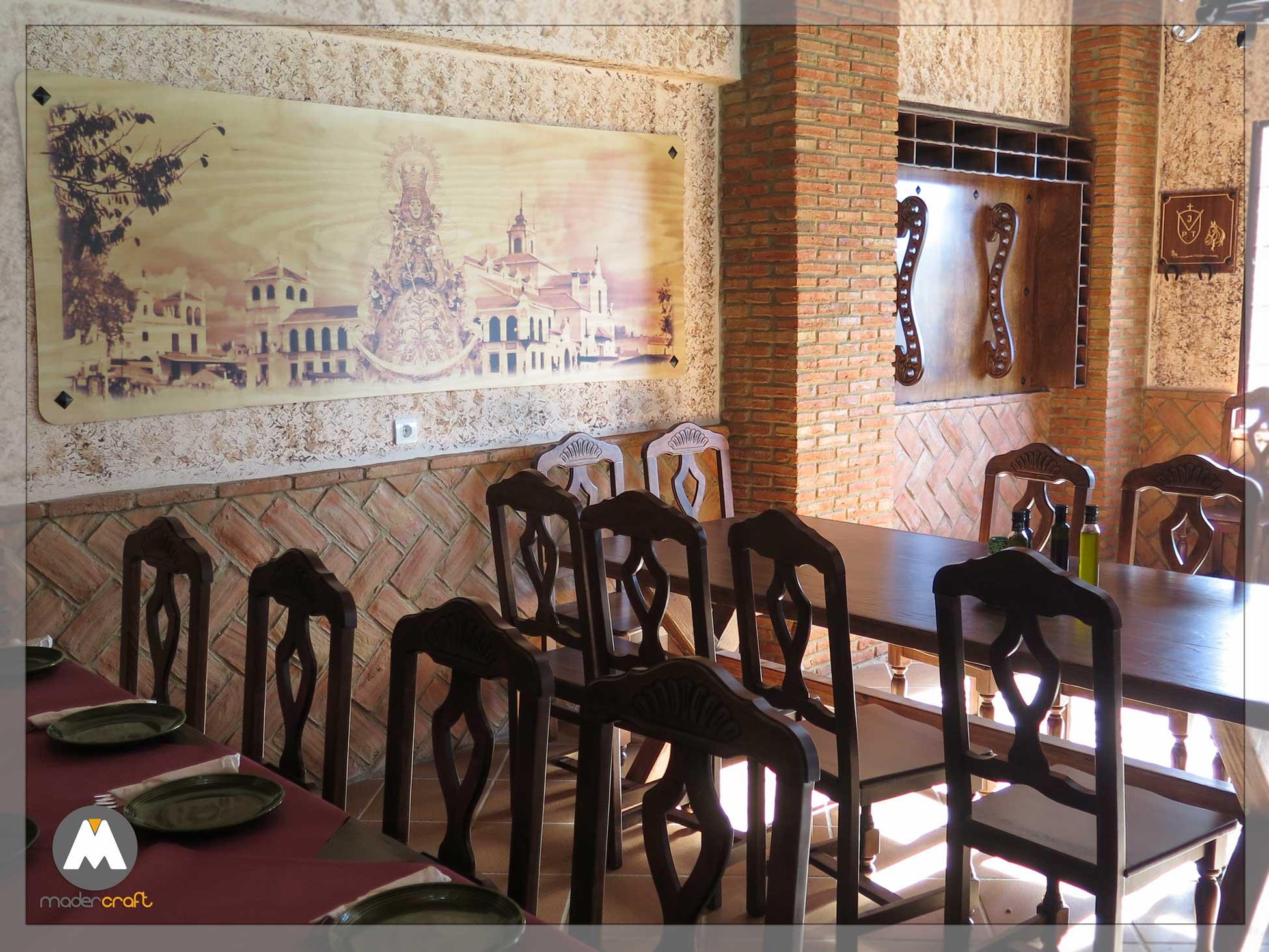 Decoración Madera Salón Brasería El Punto Botellero Cuadro Virgen Rocío Diseño